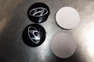 Наклейки эмблемы дисков металлизированные Hyundai 65 мм