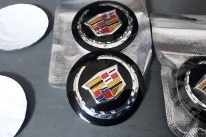 Наклейки дисков металлизированные Cadillac 56 мм