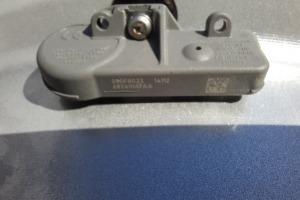 68241067AA  датчик давления воздуха шин